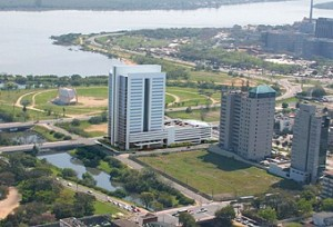 Novo Foro Central de Porto Alegre terá 22 andares (prédio branco)