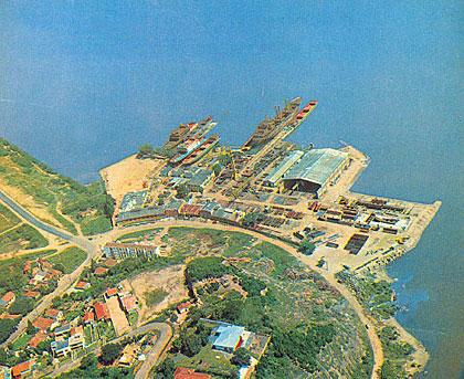 Estaleiro Só funcionando como indústria de grande porte. Área privada.