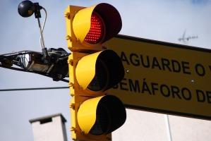 Câmera instalada no semáforo ajuda a adequar o tempo ideal no cruzamento. Foto: Lucas Barroso/PMPA
