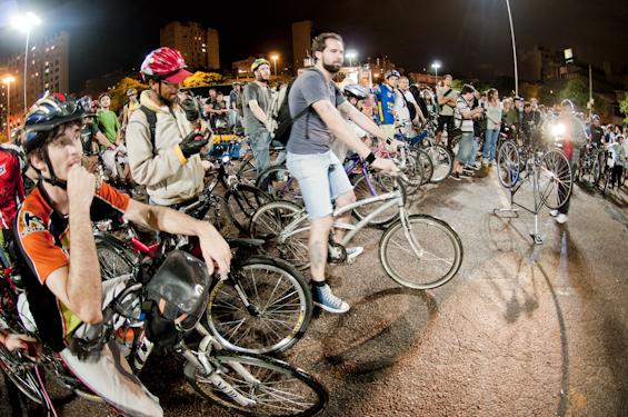 Ciclistas da Massa Crítica defendem o uso da bicicleta   Foto: Ramiro Furquim/Sul21