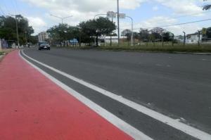 Espaço dos ciclistas, pintado de vermelho, já está cerca de 80% concluído.