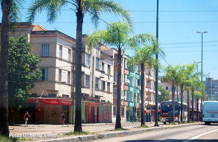 Av. Farrapos - uma das principais vias do bairro Floresta. Foto: Gilberto Simon / Porto Imagem
