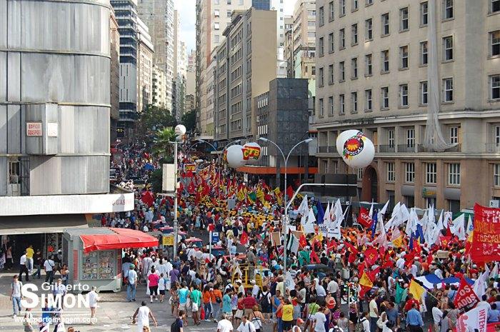 Caminhada de abertura oficial do Fórum Social Mundial 2010, em Porto Alegre. Foto: Gilberto Simon - Porto Imagem