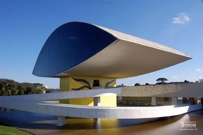 Museu Oscar Niemeyer, em Curitiba. Uma das grandes obras do mestre no Brasil. Foto: Gilberto Simon - Porto Imagem