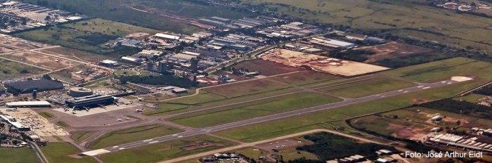 Aeroporto Internacional Salgado Filho - vista áerea. Foto: José Arthur Eidt (adicionada pelo Blog)