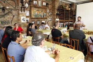 Grupo reuniu-se com a Associação dos Comerciantes da Cidade Baixa   Foto: Samuel Maciel/PMPA
