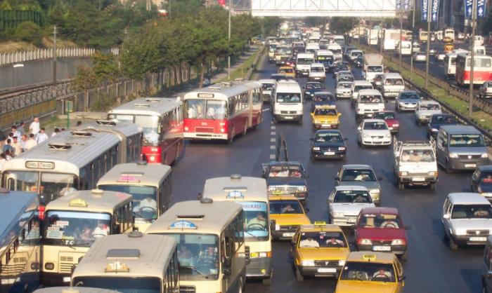 Antes do Metrobus, em 2005, em Istambul. (Foto: EMBARQ)