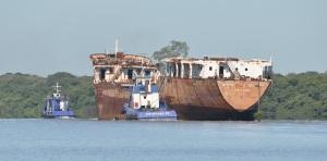 """Retirada do navio """"Mariscal José Felix Estigarribia"""" ocorreu no domingo, 27 de janeiro. Foto: Carlos Oliveira"""