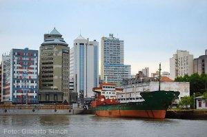 Um dos navios paraguaios que deverão sair do Cais Mauá. Foto: Gilberto Simon