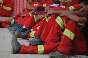 Operários deflagram greve e paralisam obras no Beira-Rio Crédito: Vinícius Roratto