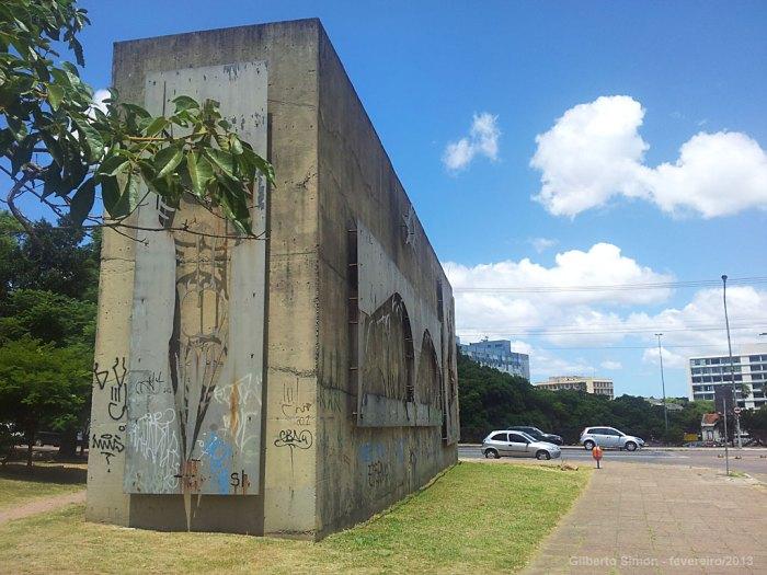 monumento-abandonado-01