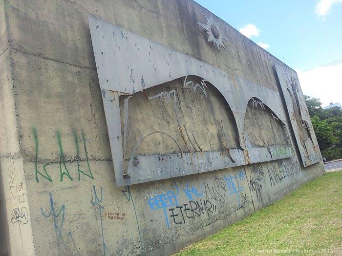 monumento-abandonado-02