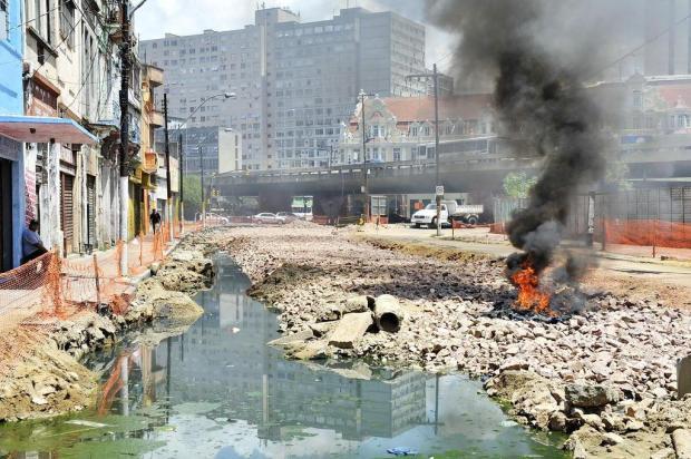 Moradores reclamam de mau cheiro proveniente de um esgoto a céu abertoFoto: Mateus Bruxel / Agencia RBS