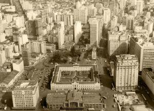 Porto Alegre em 1950, uma cidade industrializada. Foto: acervo pessoal Gilberto Simon