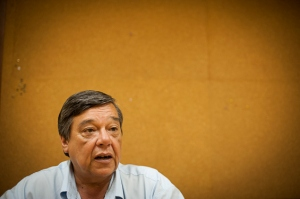 Luís Afonso Martins trabalha há mais de 30 anos como motorista de ônibus | Foto: Ramiro Furquim/Sul21