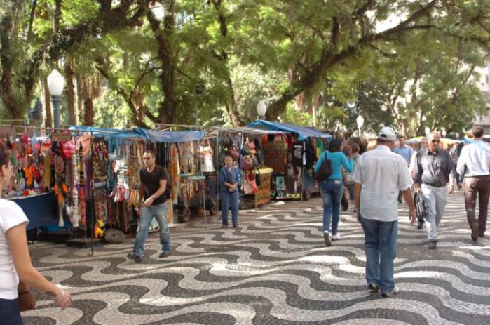 Grupo reclama de falta de espaço em área na rua Cassiano Nascimento e pede equipamentos novos   Crédito: Paulo Nunes
