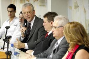Prefeito recebeu o parecer técnico elaborado pelo Crea-RS   Foto: Ivo Gonçalves/PMPA