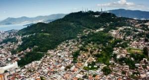 Maciço do Morro da Cruz, local de uma das três estaçõescréditos: Alexandro Albornoz/Arquivo/ND