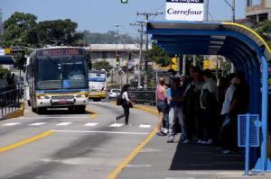 Ação dos fiscais pelo cumprimento da tabelas acontece já na saída das garagens  Foto: Divulgação/PMPA
