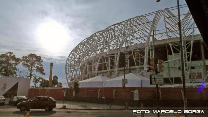 Fachada do Beira-Rio: instalação dos módulos da cobertura em andamento. Foto: Beira-Rio.com