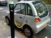 Carro elétrico sendo carregado. Foto: Doctor Popular - Via Flickr