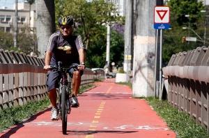 Pedaladas na ciclovia da Av. Ipiranga, em Porto Alegre (Foto: Guilherme Testa/Famecos/PUCRS)
