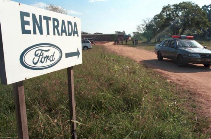 Em 1999, Brigada Militar vigiava área que seria destinada à Ford   Crédito: Elias Eberhardt / CP Memória