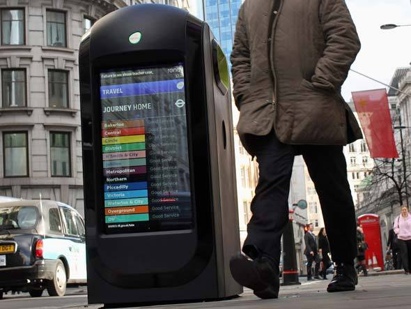 A lixeira high-tech é multiuso: serve para armazenar resíduos, informar e para auxiliar em emergências. (Foto: Divulgação/Renew)