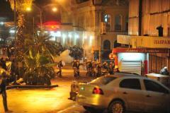 Manifestantes entram em confronto com a polícia no Centro de Porto Alegre  Crédito: Fabiano do Amaral