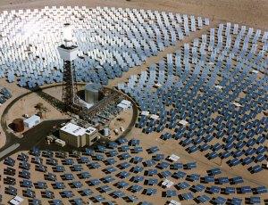 Usina termossolar, no Deserto Mojave, Califórnia, EUA