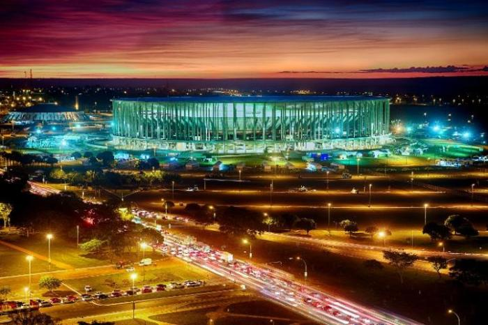 Construção do Mané Garrincha, em Brasília, foi a mais cara  Crédito: Jefferson Bernardes / AFP / CP
