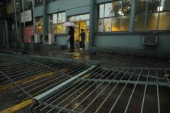 Depredações ocorreram no final de protesto em Porto Alegre Crédito: Vinícius Roratto