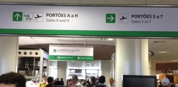 Setor de embarque do Aeroporto Internacional de Brasília apresenta erro de inglês em placa  -  Vinicius Mesquita/UOL