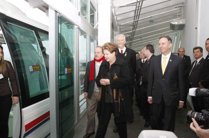 Presidente Dilma e autoridades fizeram a primeira viagem no aeromóvel de Porto Alegre / Foto: Ricardo Giusti