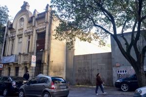 O outro lado do museu Júlio de Castilhos, próximo à esquina com a Rua Espírito Santo, também possui empreendimento beneficiado pelo projeto | Foto: Bernardo Jardim Ribeiro/Sul21