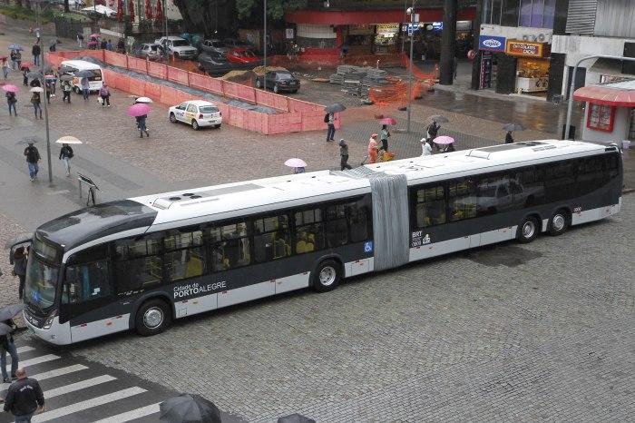 Veículo comporta 166 passageiros e é adaptado para pessoas com deficiência  Foto: Ricardo Giusti/PMPA