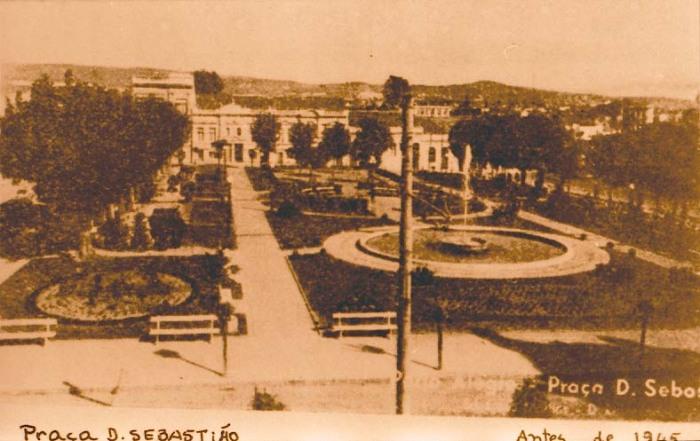 Praça Dom Sebastião - década de 40.