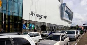 Shoppings em SP: feitos para o automóvel.   créditos: Leandro Moraes / UOL