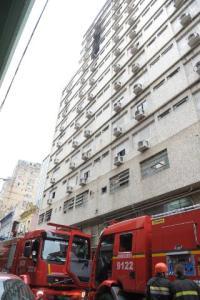 Incêndio atinge hotel no Centro de Porto Alegre. Foto: Tarsila Pereira