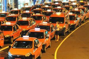 Taxa de chamada de táxi volta a ser obrigatória em Porto Alegre Crédito: Mauro Schaefer / CP Memória