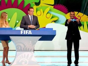Sorteio que definiu grupos da Copa do Mundo 2014 ocorreu nesta sexta-feira (Foto: Reuters)