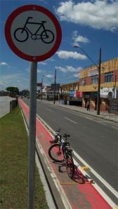 Ciclovia com 75 cm de largura em Curitiba créditos: Ir e Vir de Bike