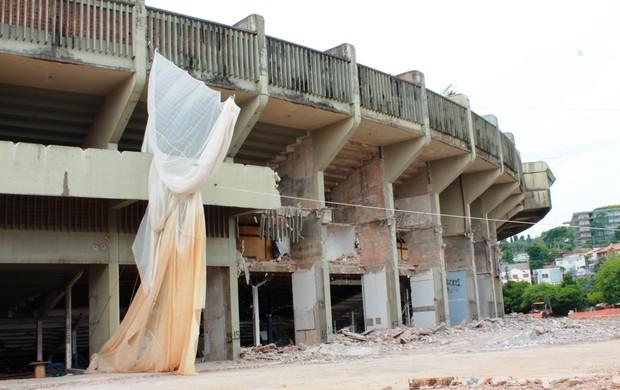 Olímpico segue em demolição. Foto: Diego Guichard (Globo Esporte)