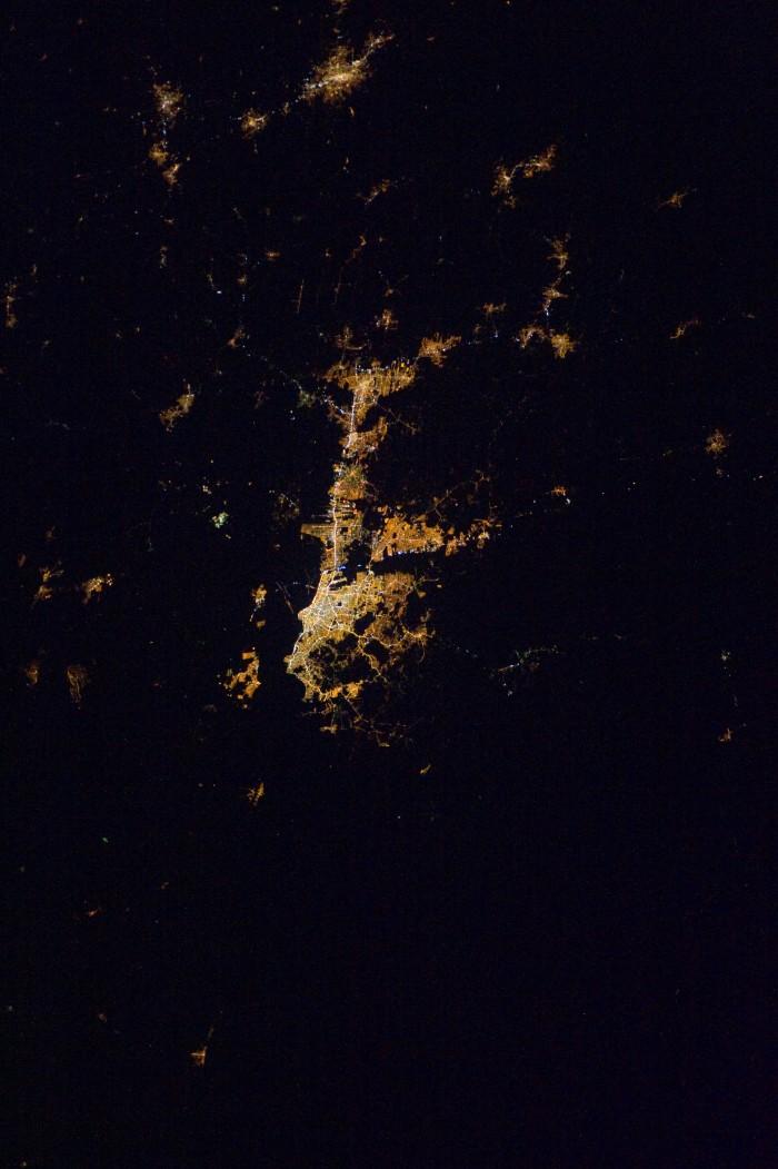 2012-poa-noite-ISS030-E-147369