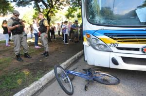 Acidente ocorreu na avenida Érico Veríssimo, em Porto Alegre   Crédito: Samuel Maciel