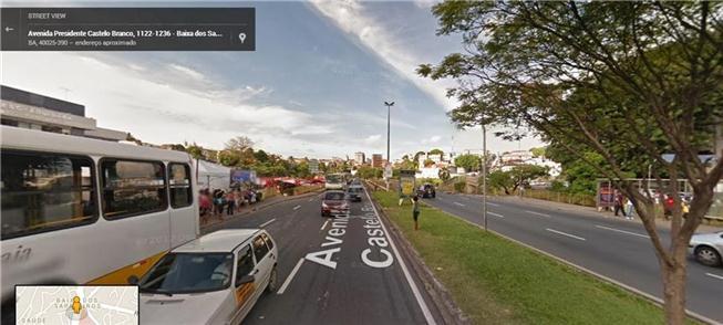 Pessoa com dificuldade de atravessar a av. Vale de Nazaré créditos: Google Street View