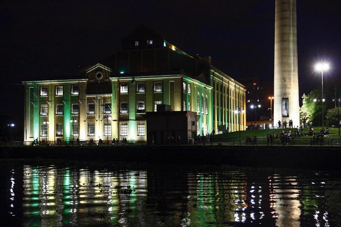 Capital atende à recomendação da Fifa iluminando um prédio ícone da cidade   Foto: Evandro Oliveira/PMPA