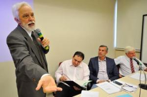 Gláucio Siqueira diz que não há provas de riscos à saúde causados pelos celulares.  Foto: Elson Sempé Pedroso