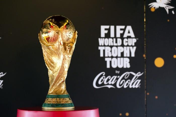 Troféu da Copa ficará exposto no Barra Shopping Sul sábado e domingo Foto: Coca-Cola/Divulgação PMPA