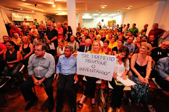 Comunidade lotou o espaço para protestar contra a medida da prefeitura.  Foto: Leonardo Contursi